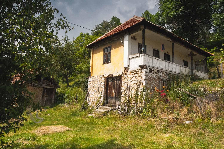 Casa de lemn, sat Nadanova, comuna Isverna