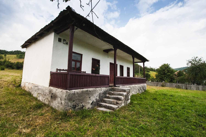 Casa doamna Polina, sat Nadanova, comuna Isverna